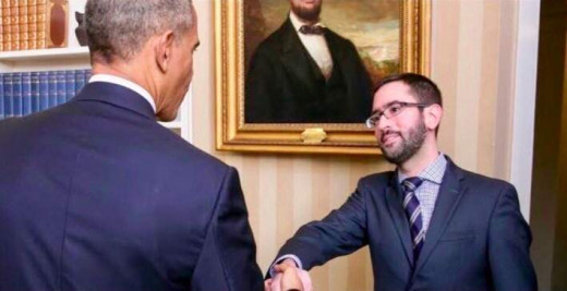 Eric shaking Obama's hand in 2015