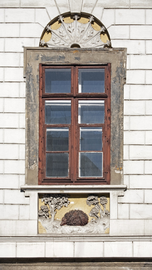 Detail of the building of the former Red Hedgehog inn on Hess András tér.