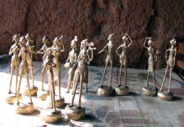 Several statuettes. Tribal couple and their daily chores.