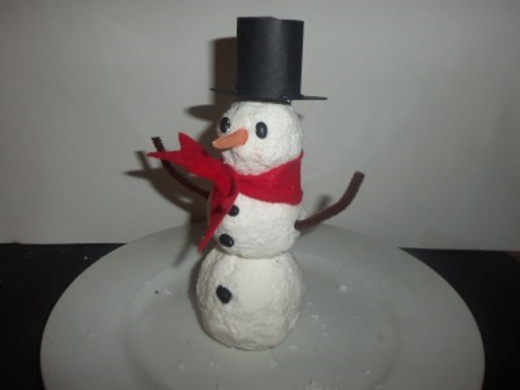 You can also give your snowman a stovepipe hat.