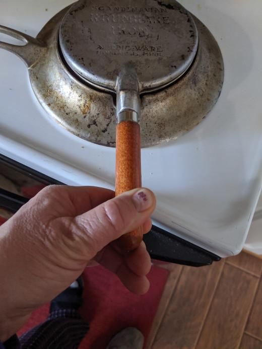 Close iron and squish dough