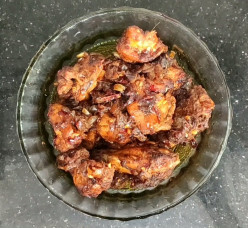 How to Make Spicy Chicken Kondattam: Chicken and Dry Red Chili Flakes Combination Recipe