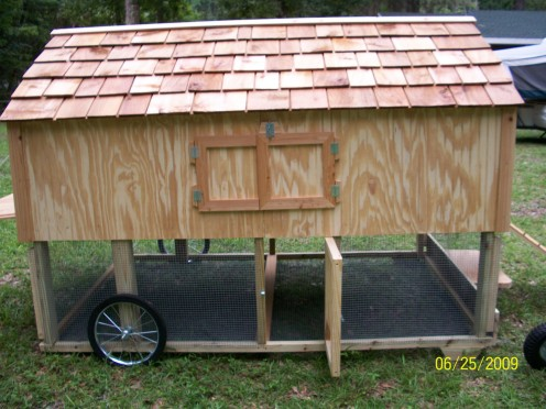 Download how to build a small chicken coop on wheels venpa for Small portable chicken coop