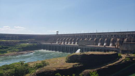 The Itaipu Binacional Dam offers many touristic and educational activities.
