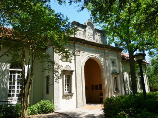 Exterior View of the Houston Heights Neighborhood Library