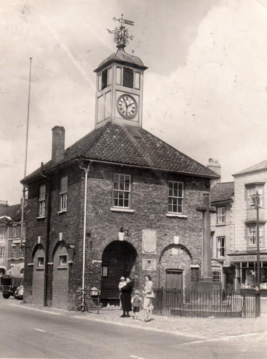 The diminutive Yarm Town Hall seen here in 1951, behind which - out of sight at this angle - is the George & dragon Hotel