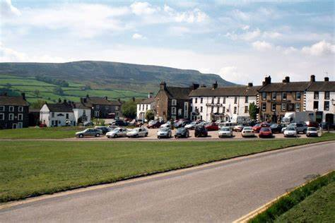 Reeth Green stretches either side of the Richmond to Muker road through Swaledale;, rows of businesses and hotels line the upper end of the road near where the Arkengarthdale road climbs away