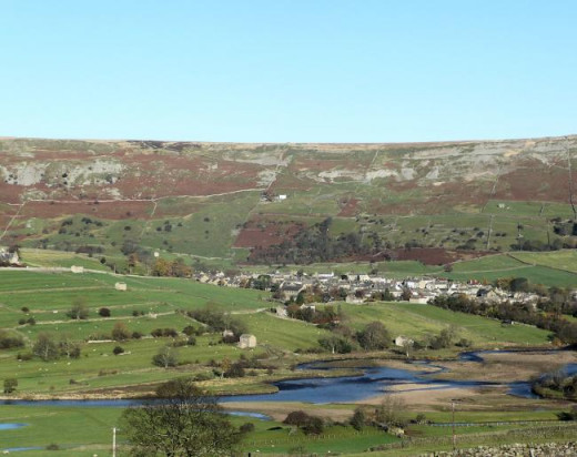 The panorama back over Swaledale, north to Reeth
