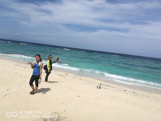 The white sand beach of Panglao Island.