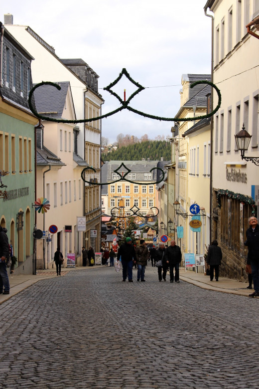 Walking down the steep streets towards the market square in Annaberg
