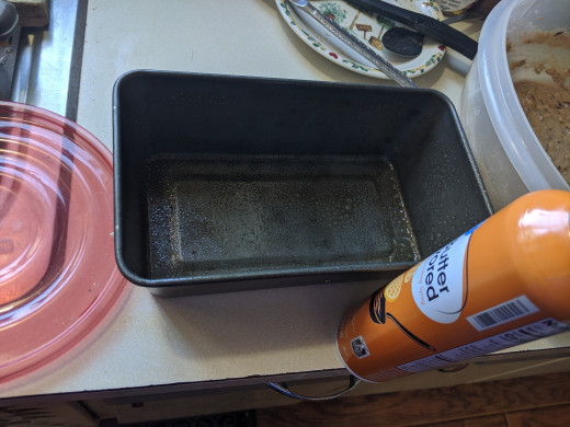 Spray pan with cooking spray