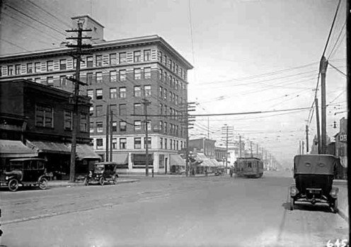 Broadway and Main St - 1922; looking north along Main Street.