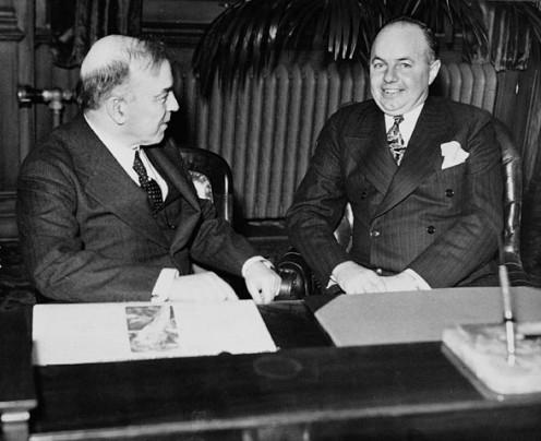 Rt. Hon. W.L. Mackenzie King and Hon. Mitchell F. Hepburn in Mr. Hepburn's office, 1934 (photographer unknown)
