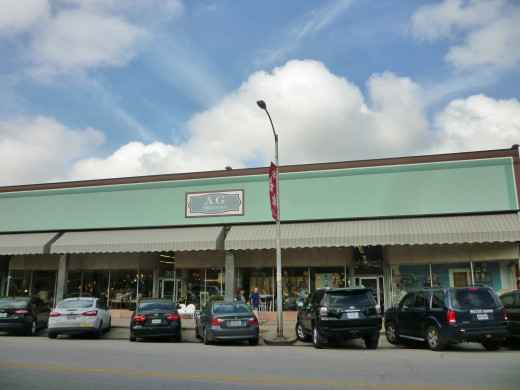 Exterior view of AG Antiques on West 19th in the Houston Heights