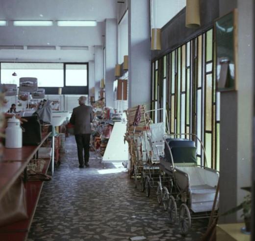 Photo: Fortepan / LECHNER NONPROFIT KFT. DOCUMENTATION CENTER / Donor (1966.) Stroller sale in Százhalombatta.