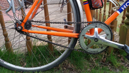The drivechain of a fixed gear bicycle
