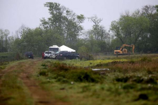 Police dig at a Brazoria County pasture where William Reece buried Kelli Cox in 1997. Photo courtesy of the Houston Chronicle.