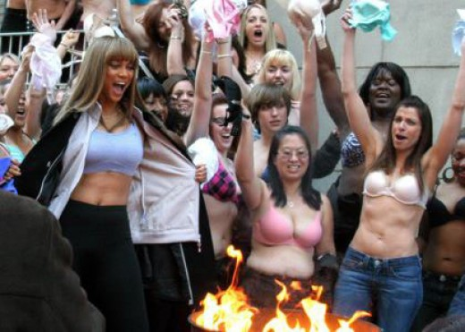 Tyra Banks Goes Bra Burning-cm1.theinsider.com/media/0/51/54/tyra-banks-b...