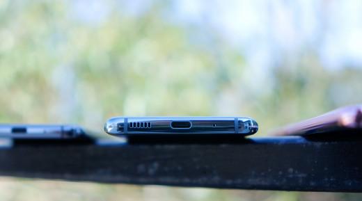 USB Type-C Port is symmetrical horzontally