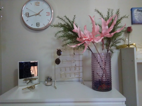 Kmart pink vase and flower