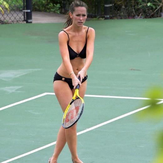 Jennifer Love Hewitt sexy bikini pic