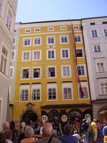 https://commons.wikimedia.org/wiki/File:Mozart-Geburtshaus.JPG