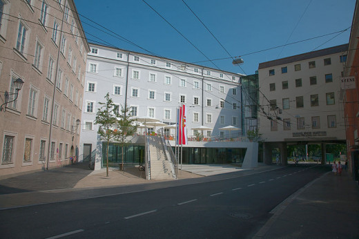 https://commons.wikimedia.org/wiki/File:Haus_der_Natur_Salzburg_2009.jpg
