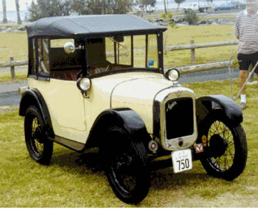 AUSTIN SEVEN     Also from the OZ 2000 Brisbane Vintage Auto club Rally                         Driven by Cam McCulloch                         Navigator Judy McCulloch                    Photo taken by Pat (Tubby) Davis