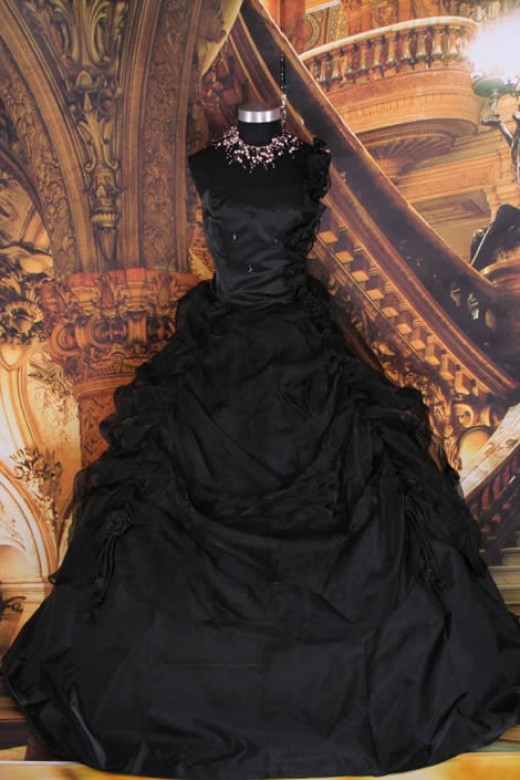 Gothic Dresses By Robert