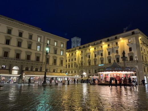 Piazza Della Republica ay at night