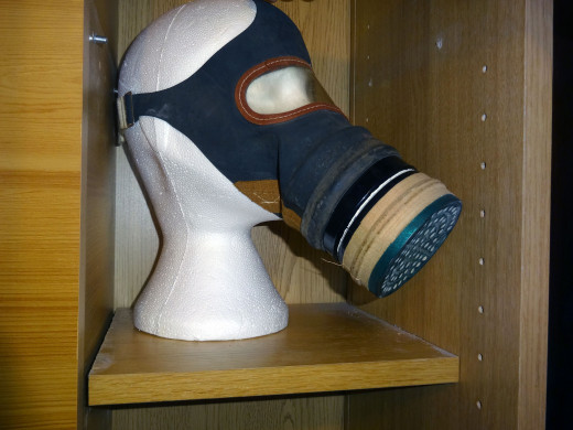 Gasmask with built-in air filter to be displayed.