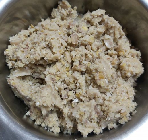 Grind them coarsely without adding water. Transfer into the bowl.