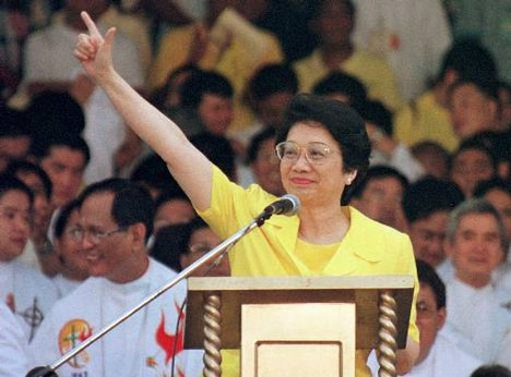 Cory Aquino With Fight(Laban) Sign