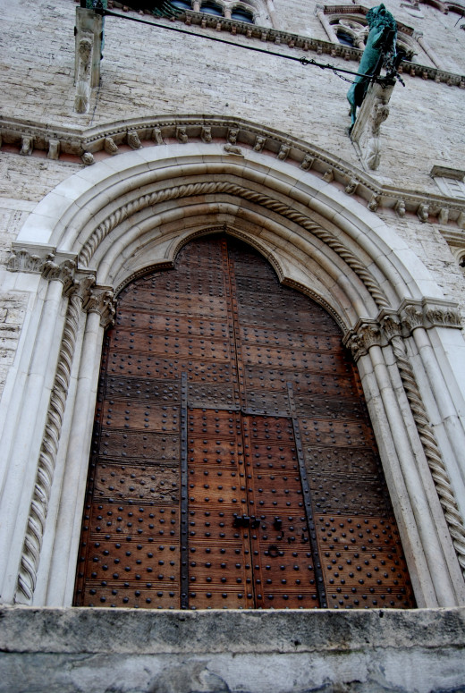 A huge and intricate decorated door of Palazzo dei Priori. One of the principal building in the center.