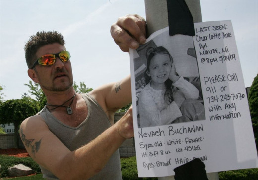 Volunteer Rich Castura with family, friends, and neighbors searching for Nevaeh Buchanan. Photo courtesy Toledo Blade.
