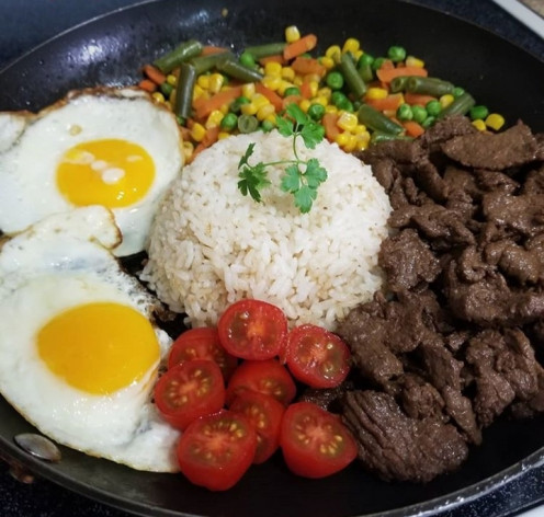 Tapsilog with tomato and corn chaat.
