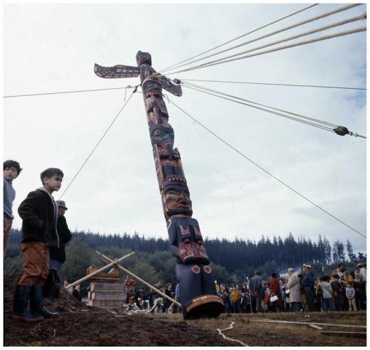 Chief Mungo's Grave Totem Pole