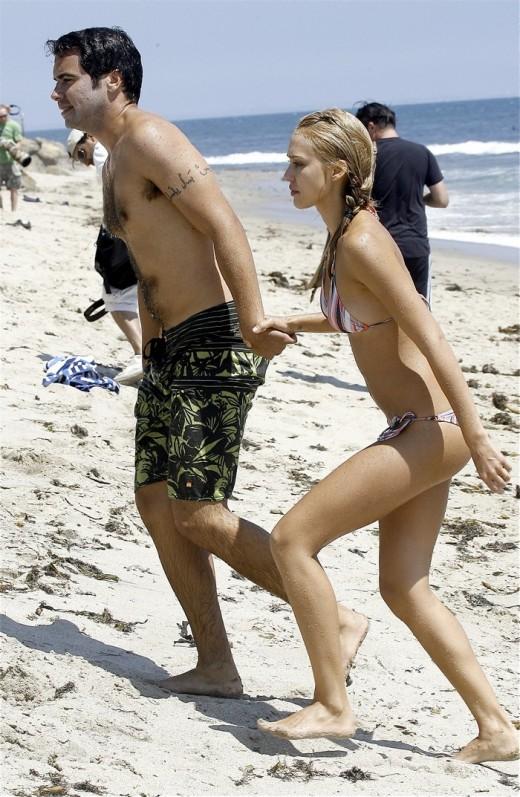 New Jessica Alba Beach Photos