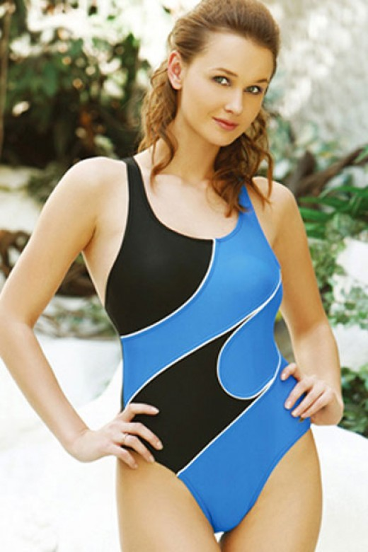 One piece swimwear can compliment and complement any woman's shape.