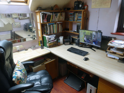 The main desk area before the home-office  makeover.