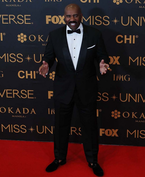 """Steve Harvey is shown above at the Miss Universe Red Carpet event on Sunday evening at the SMX Convention Center in Pasay City """"Miss Universe 2016"""""""