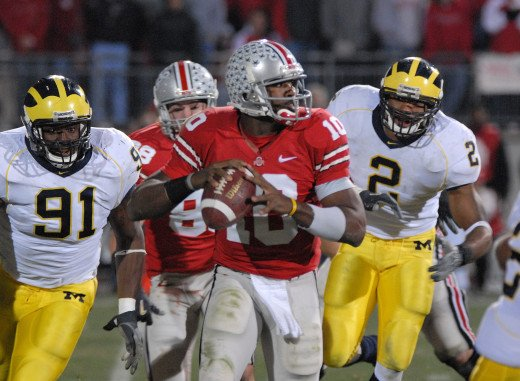 Heisman Winner Troy Smith (center) in the 2006 matchup against Michigan.