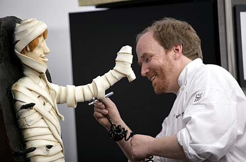 Making a mummy from sugar.