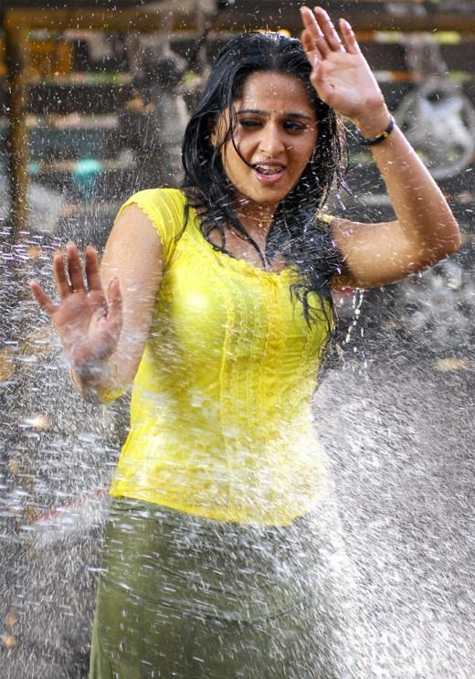/ Vijay's most awaited VETTAIKARAN movie heroine Anushka wet pics /