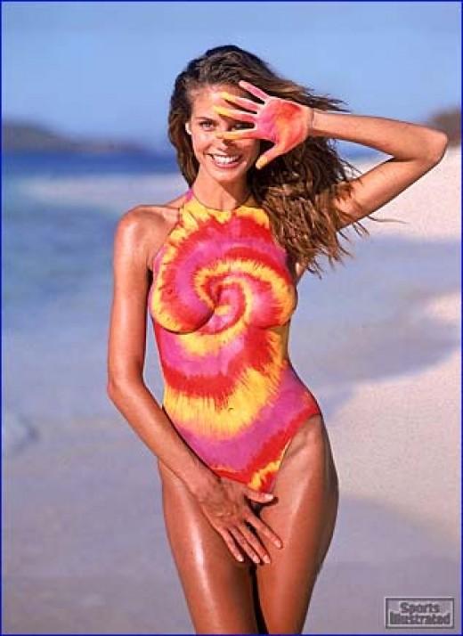 OHeidi Klum Swimsuit Optical Illusion Wallpaper
