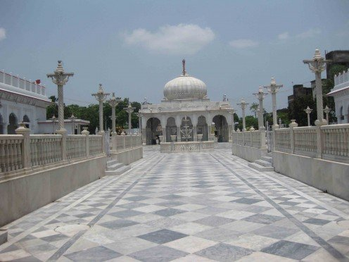 Magnificent front view of Kolkata Jain Dadabadi