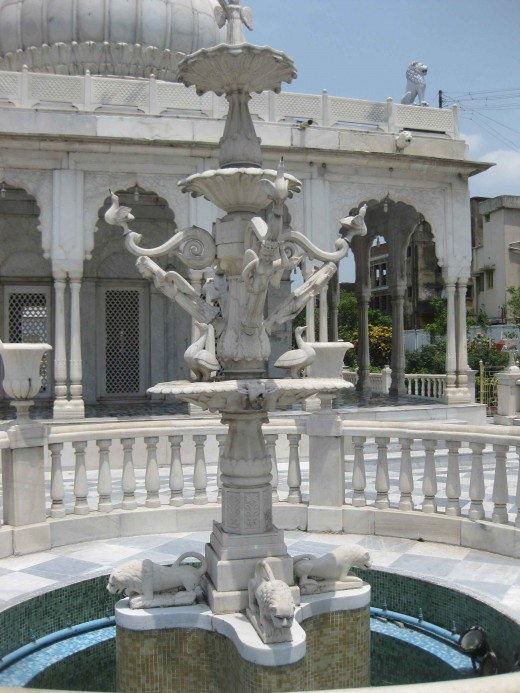 Kolkata Jain Dadabadi: Fountain