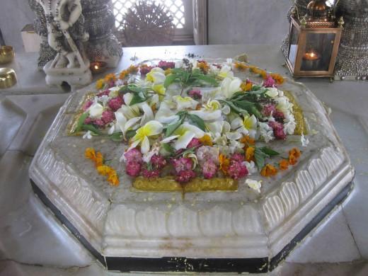 Charan Paduka of dadagurudevas and Jinabhadra Gani Kshamashramana