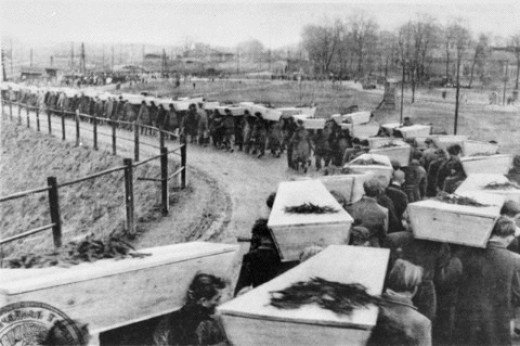burying the dead after Auschwitz Liberation of 1945