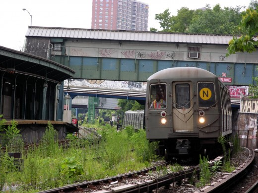 The N train is one of the New York subways whose route is partially above ground. (Photo by Thomas Picard)